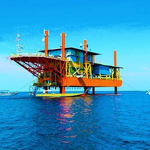 Bizarre Hotel of the Month: Dive off an Oil Rig
