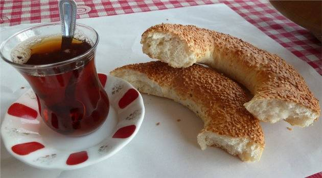 simit, turkish bread topped with sesame seeds