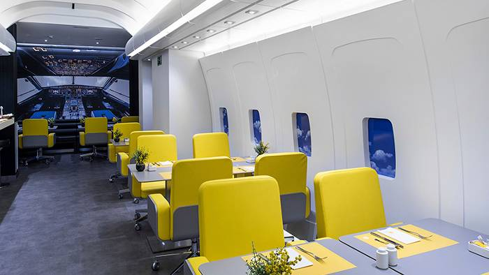Come fly with me aeroplane hotels dealchecker blog 2018 for Oficinas vueling barcelona