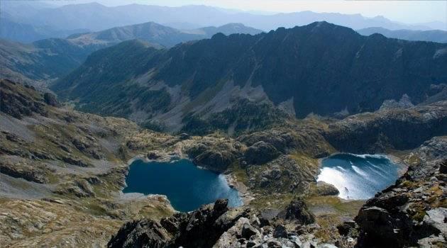 lake-filled mountain scenery