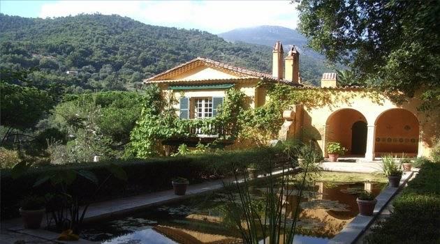 villa in garden
