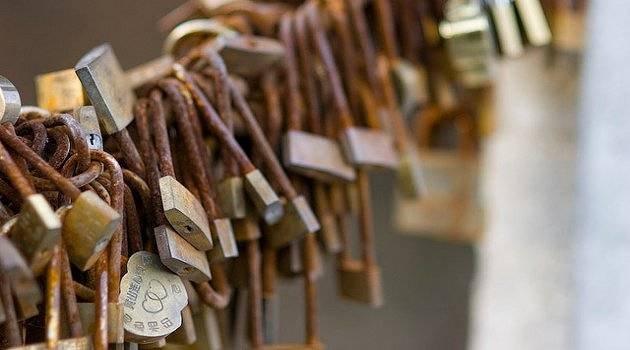 Delicate padlocks with rust