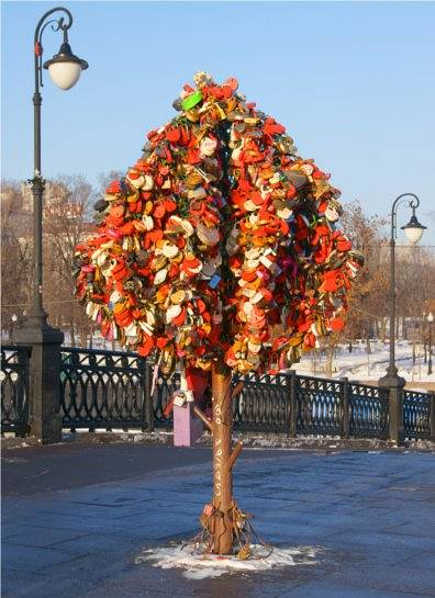 Red hues are favoured on this padlock tree