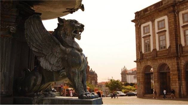 Lion statue on the square's fountain