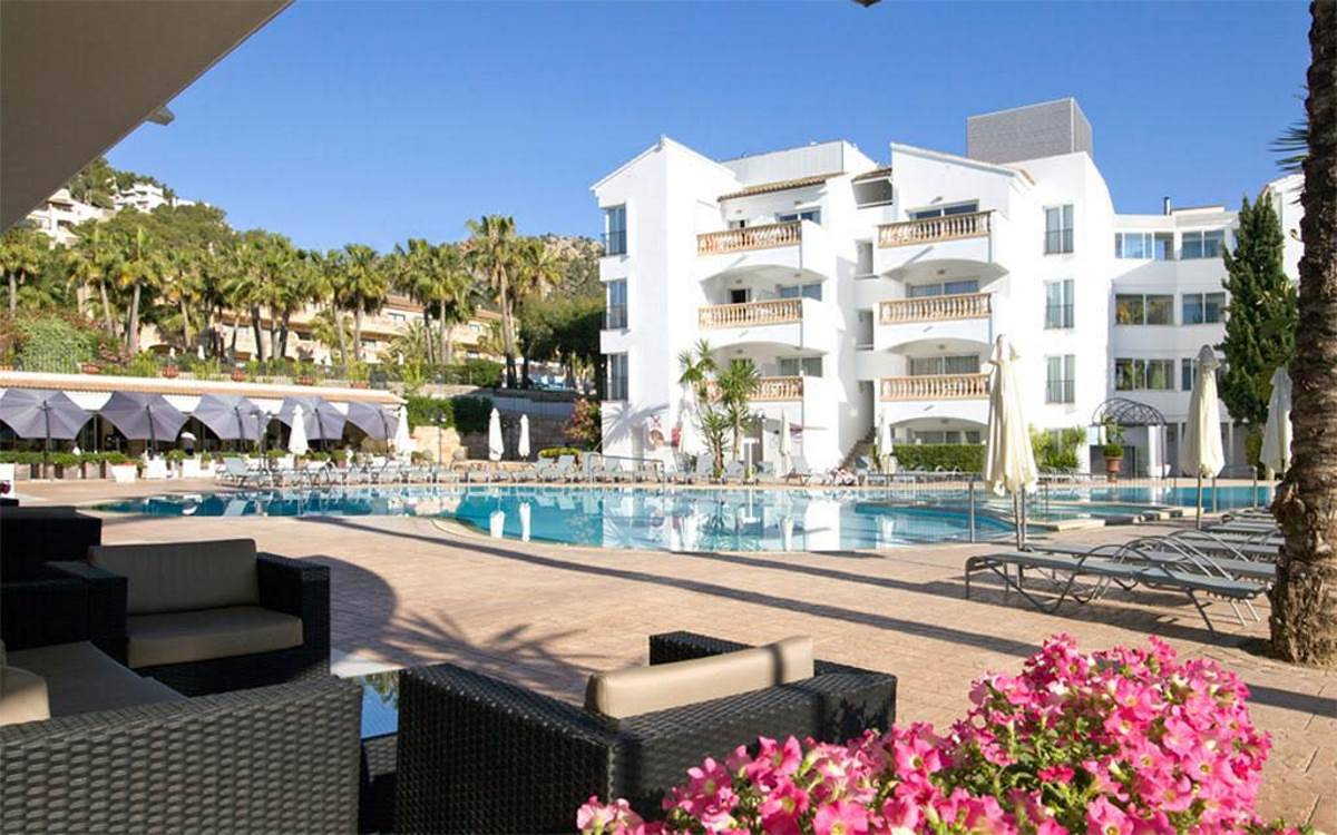 4nt-4-majorca-w-breakfast-highly-rated-hotel